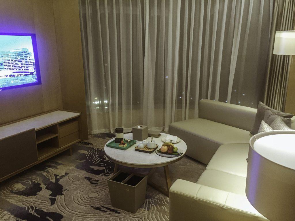 Wohnbereich der Deluxe Suite im Wyndham Grand Royal Palace Xiamen Deluxe Suite